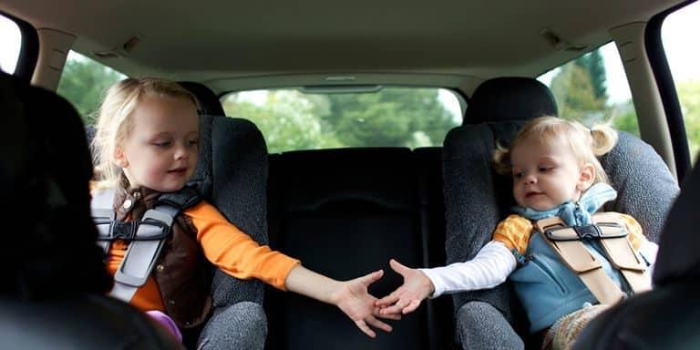 Sicurezza dei bambini sulle strade: come scegliere il seggiolino per l'auto